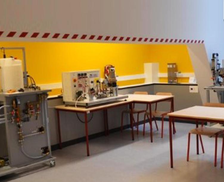 Aménagement intérieur, sécurité incendie, produits chimiques, laboratoire